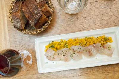 Saumon mariné façon gravlax aux agrumes, mesclun