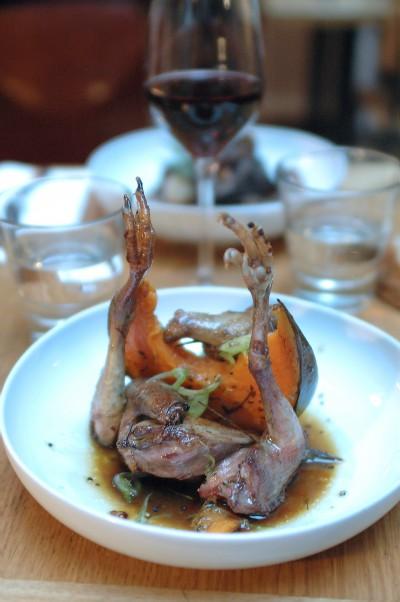 Pigeonneau de Mesquer entier servi rosé, courge musquée de Provence et son jus